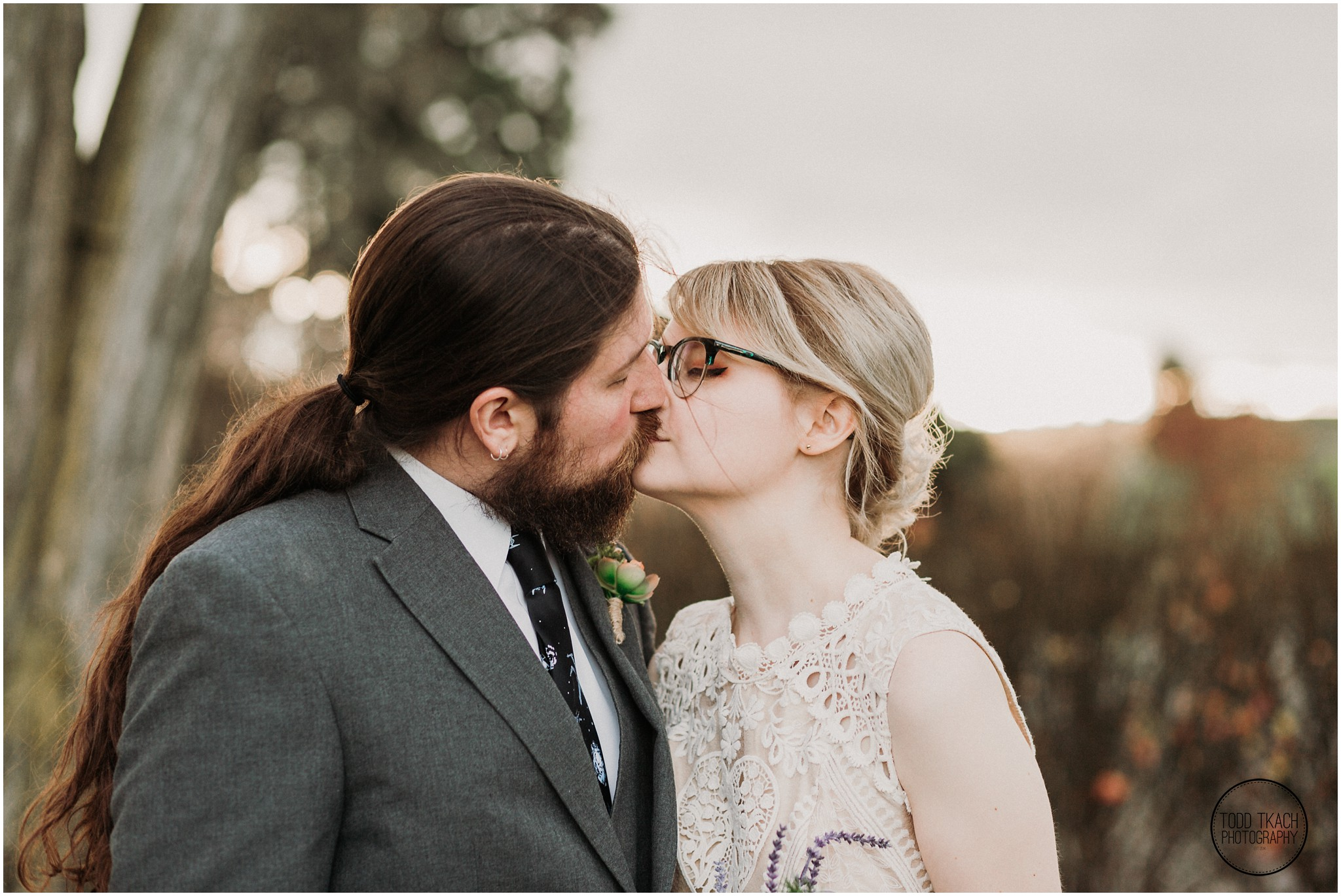 Alyse & Michael Wedding - Sunlit Kiss